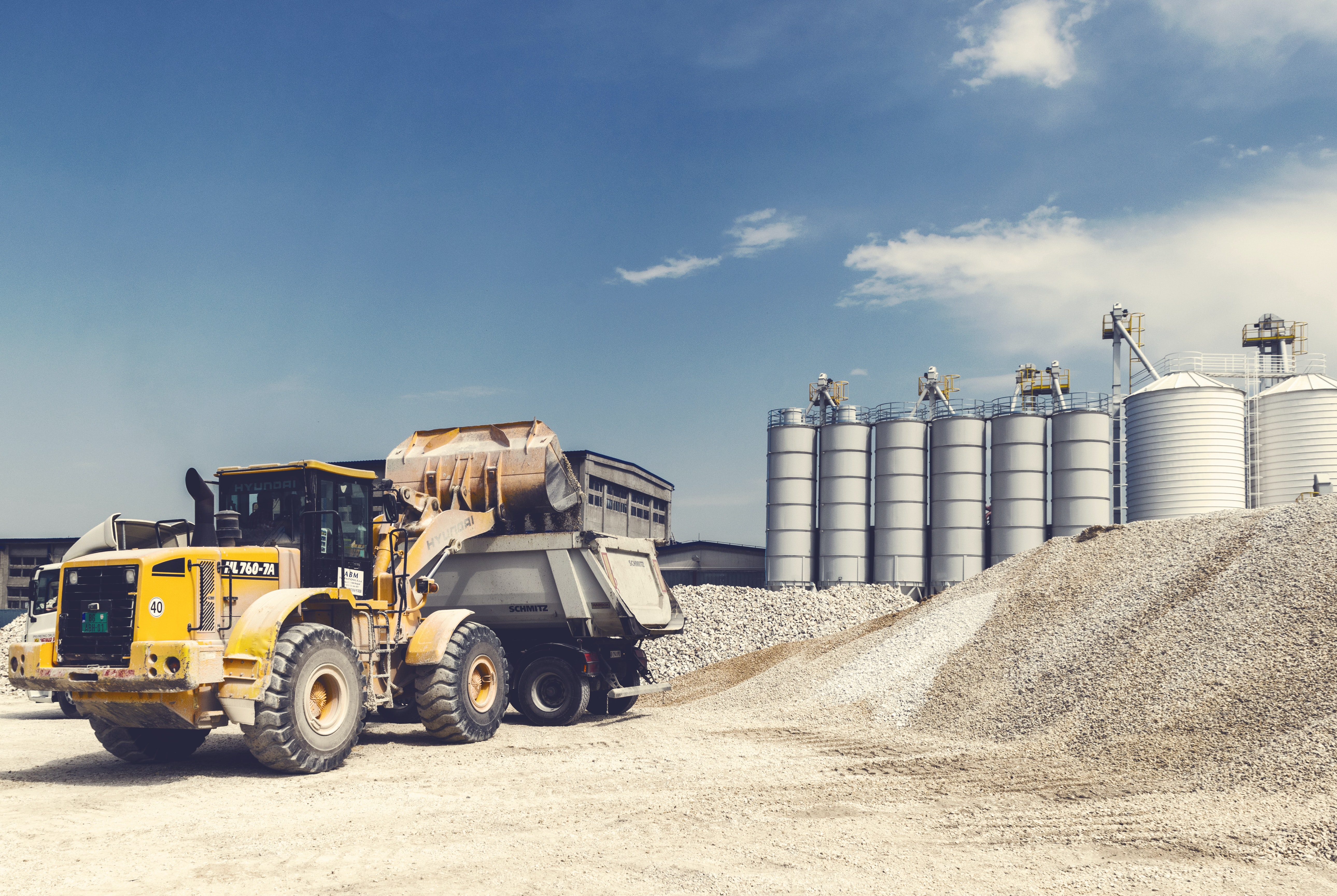 3 Huge Benefits of Heavy Equipment Tracking for Rental Companies